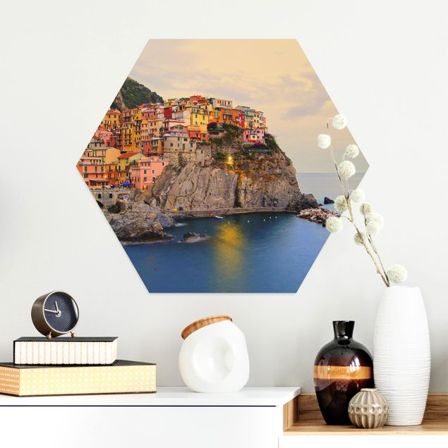 Hexagon Bild Alu-Dibond - Bunte Küstenstadt