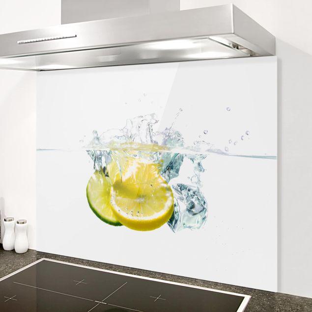 Glas Spritzschutz - Zitrone und Limette im Wasser - Querformat - 4:3