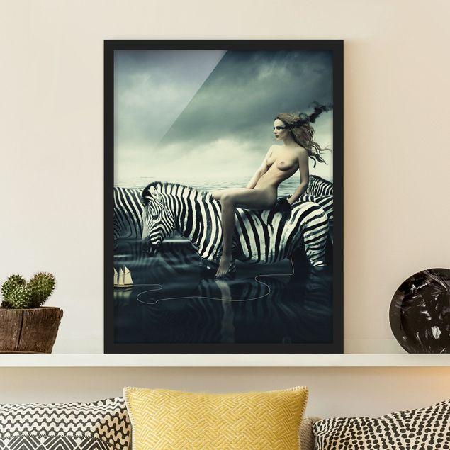Bild mit Rahmen - Frauenakt mit Zebras - Hochformat 3:4