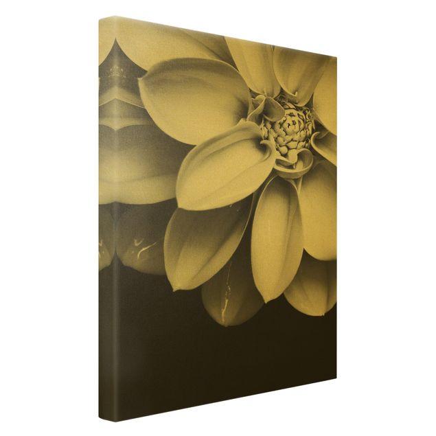 Leinwandbild Gold - Im Herzen einer Dahlie Schwarz-Weiß - Hochformat 2:3