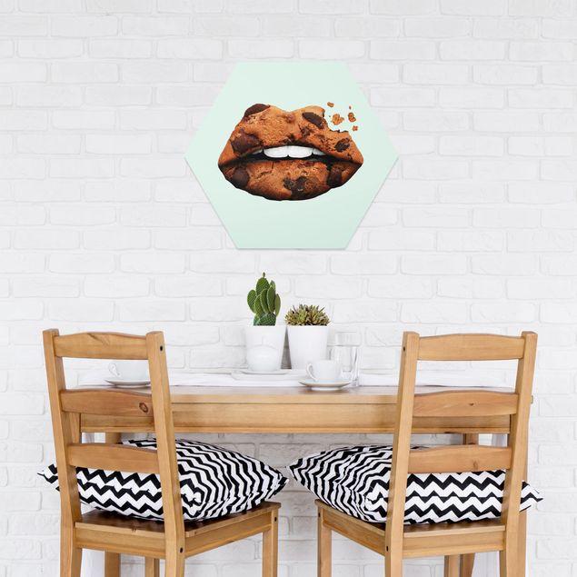 Hexagon Bild Forex - Jonas Loose - Lippen mit Keks