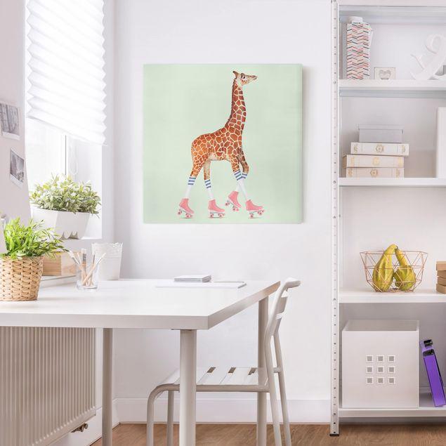 Leinwandbild - Jonas Loose - Giraffe mit Rollschuhen - Quadrat 1:1