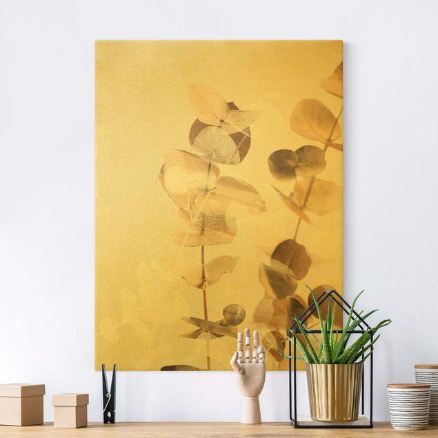 Leinwandbild Gold - Goldene Eukalyptuszweige mit Weiß II - Hochformat 3:4