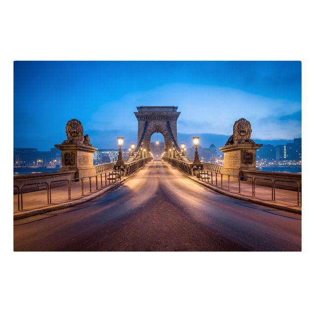 Leinwandbild - Kettenbrücke in Budapest bei Nacht - Querformat 3:2