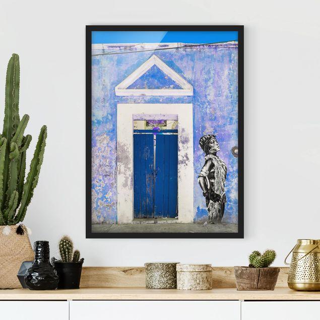 Bild mit Rahmen - Blauer Haupteingang - Hochformat 3:4