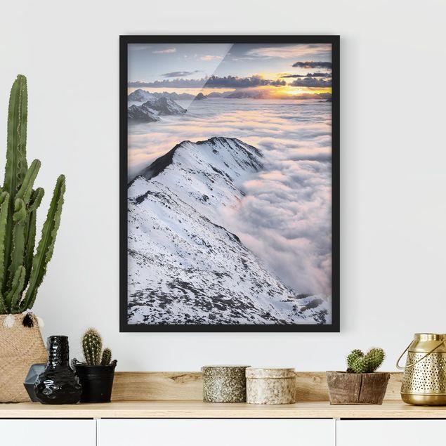 Bild mit Rahmen - Blick über Wolken und Berge - Hochformat 3:4