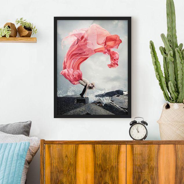Bild mit Rahmen - Frau am Meer - Hochformat 3:4