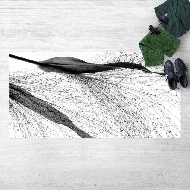 Vinyl-Teppich - Zartes Schilf mit feinen Knospen Schwarz Weiß - Querformat 2:1