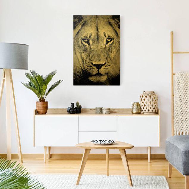 Leinwandbild Gold - Alter Löwe - Hochformat 2:3