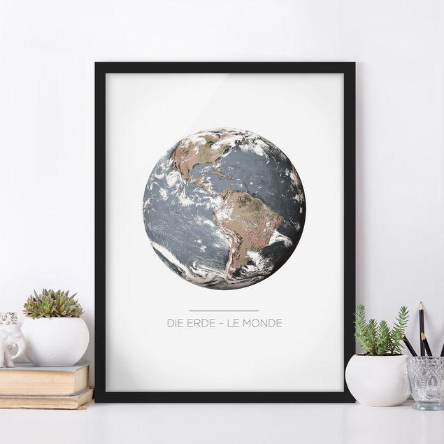 Bild mit Rahmen - Le Monde - Die Erde - Hochformat 3:4