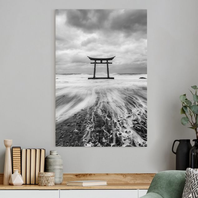 Leinwandbild - Japanisches Torii im Meer - Hochformat 2:3