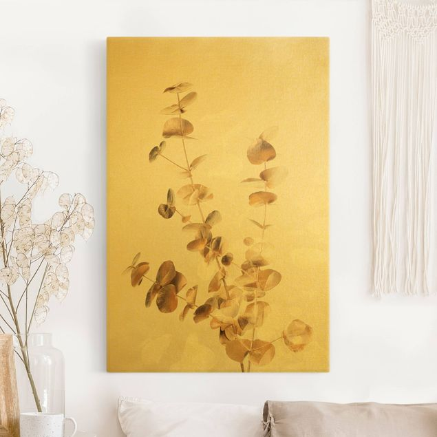 Leinwandbild Gold - Goldene Eukalyptuszweige mit Weiß - Hochformat 2:3