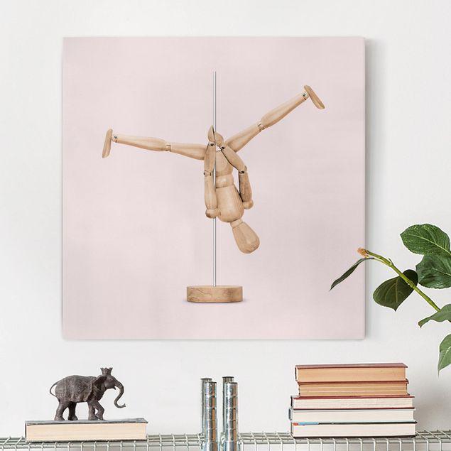 Leinwandbild - Jonas Loose - Poledance mit Holzfigur - Quadrat 1:1