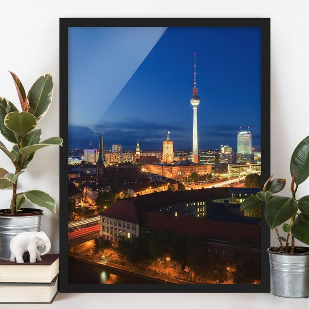Bild mit Rahmen - Fernsehturm bei Nacht - Hochformat 3:4