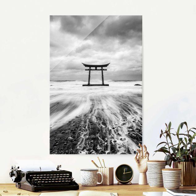 Glasbild - Japanisches Torii im Meer - Hochformat 2:3