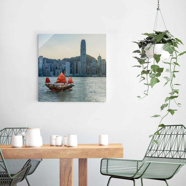 Glasbild - Dschunke im Victoria Harbour - Quadrat 1:1
