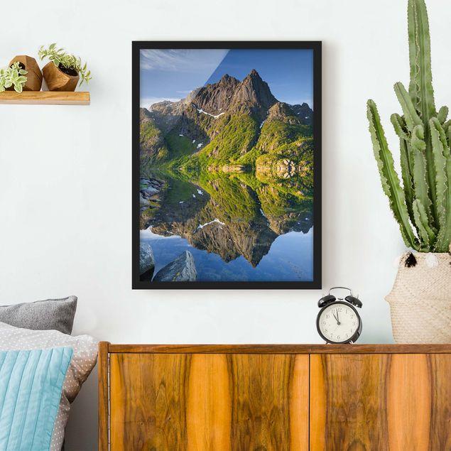 Bild mit Rahmen - Berglandschaft mit Wasserspiegelung in Norwegen - Hochformat 3:4