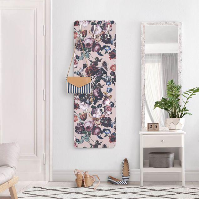 Garderobe - Altmeisterliche Blüten mit Tulpen und Rosen auf Rosa