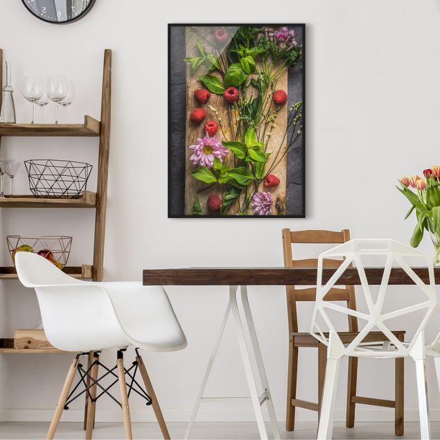 Bild mit Rahmen - Blumen Himbeeren Minze - Hochformat 3:4