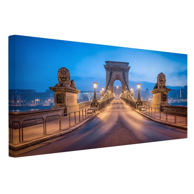 Leinwandbild - Kettenbrücke in Budapest bei Nacht - Querformat 2:1