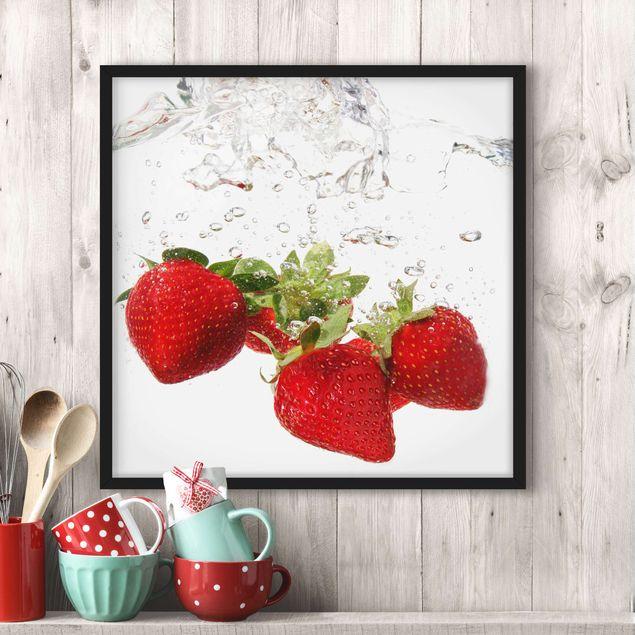 Bild mit Rahmen - Strawberry Water - Quadrat 1:1