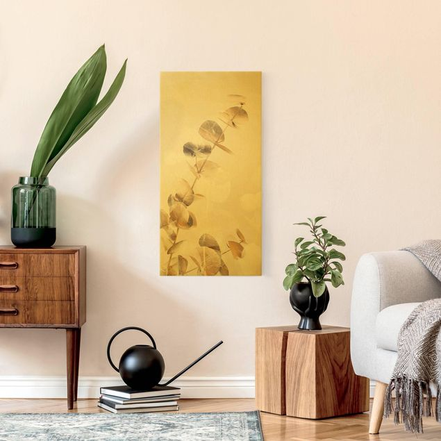 Leinwandbild Gold - Goldene Eukalyptuszweige mit Weiß I - Hochformat 1:2