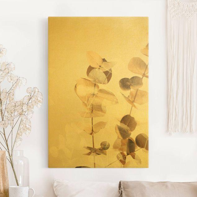 Leinwandbild Gold - Goldene Eukalyptuszweige mit Weiß II - Hochformat 2:3