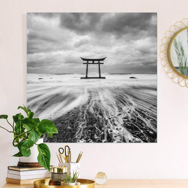 Leinwandbild - Japanisches Torii im Meer - Quadrat 1:1