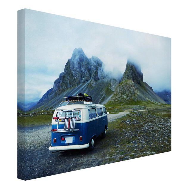 Leinwandbild - Campingbus in Island - Querformat 4:3