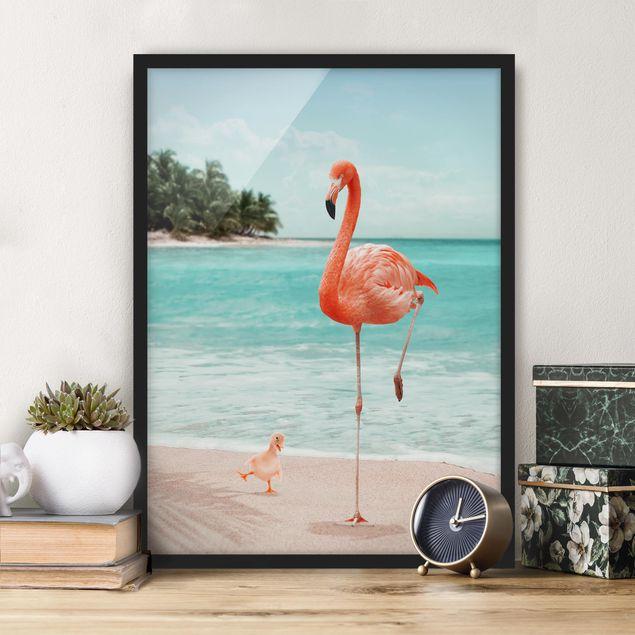 Bild mit Rahmen - Jonas Loose - Strand mit Flamingo - Hochformat 4:3