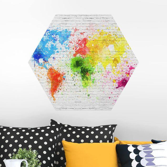 Hexagon Bild Alu-Dibond - Weiße Backsteinwand Weltkarte