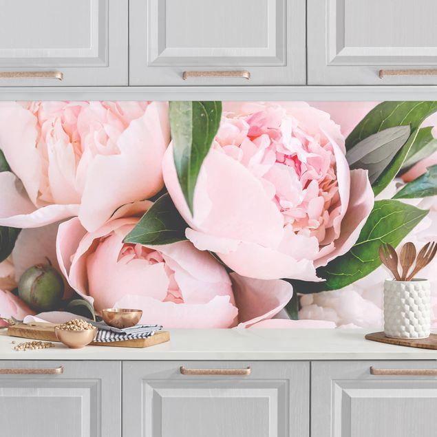 Küchenrückwand - Rosa Pfingstrosen mit Blättern