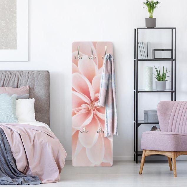 Garderobe - Dahlie in Pastellrosa