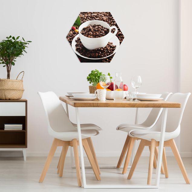 Hexagon Bild Forex - Kaffeetasse mit gerösteten Kaffeebohnen
