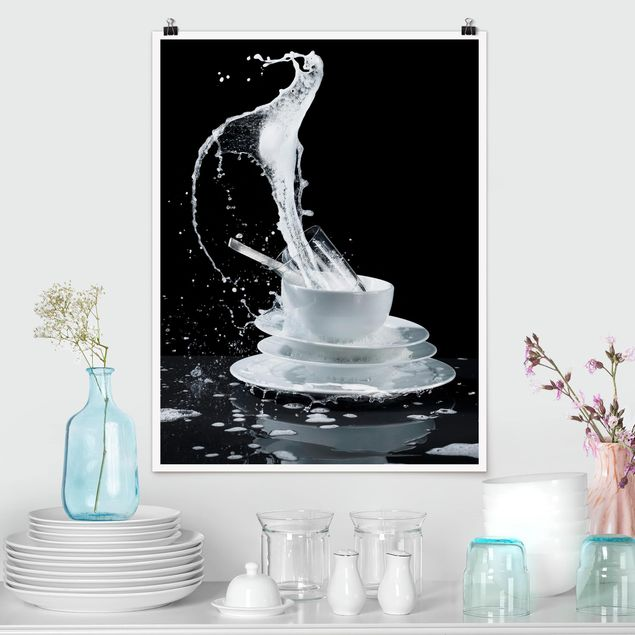 Poster - Geschirr mit Spülmittel-Splash - Hochformat 3:4