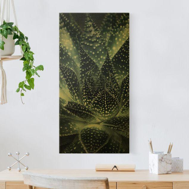Leinwandbild Gold - Kaktus mit Sternpunkten bei Nacht - Hochformat 1:2