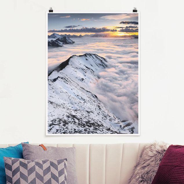 Poster - Blick über Wolken und Berge - Hochformat 3:4