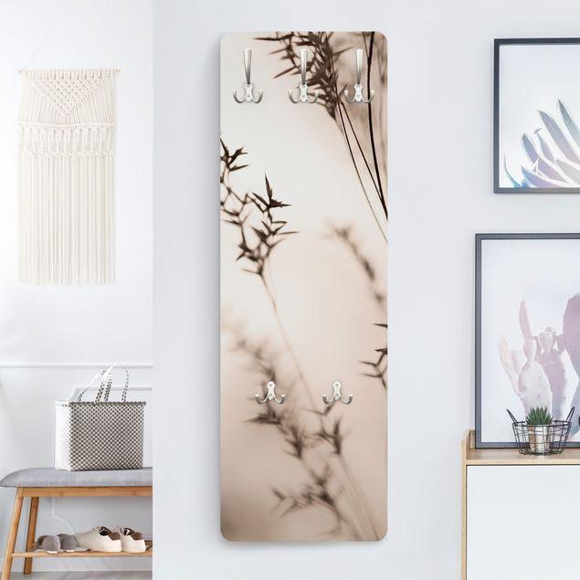 Garderobe - Elegantes Gras im Schatten