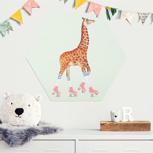 Hexagon Bild Alu-Dibond - Jonas Loose - Giraffe mit Rollschuhen