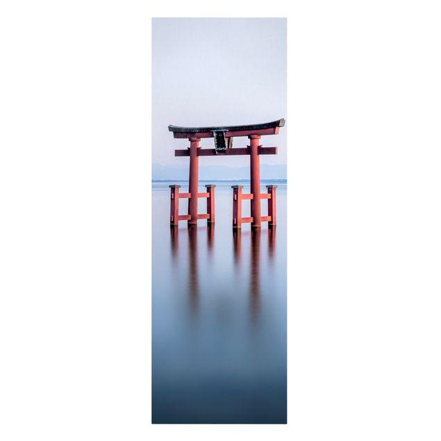 Leinwandbild - Torii im Wasser - Panorama Hochformat 1:3