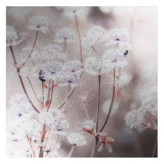 Metallic Tapete - Federleichte Wildblumen