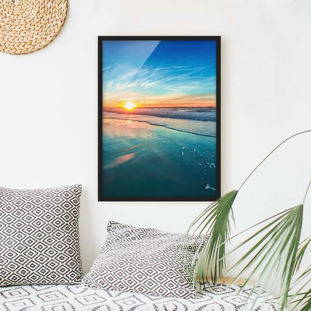 Bild mit Rahmen - Romantischer Sonnenuntergang am Meer - Hochformat 3:4