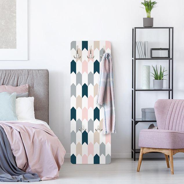 Garderobe - Geometrisches Muster aus Pfeiltürmen