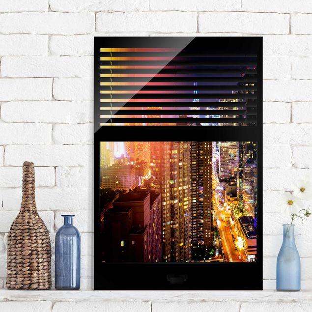 Glasbild - Fensterblick Jalousie - Manhattan bei Nacht - Hoch 2:3