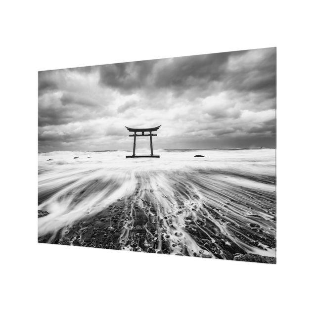 Spritzschutz Glas - Japanisches Torii im Meer - Querformat 4:3