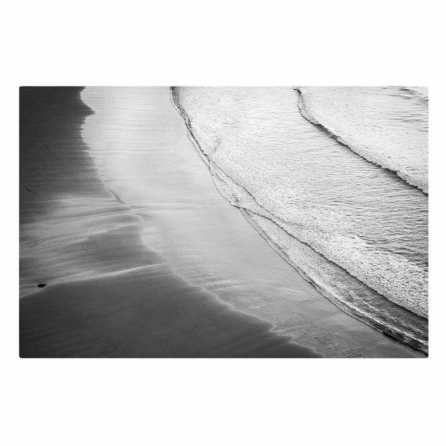 Leinwandbild - Leichter Wellengang am Strand Schwarz Weiß - Querformat 3:2