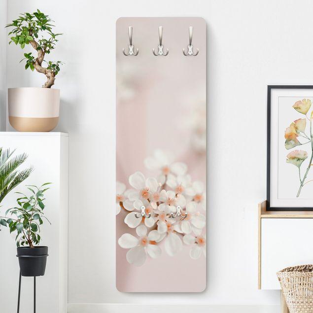 Garderobe - Miniblüten im Rosanen Licht