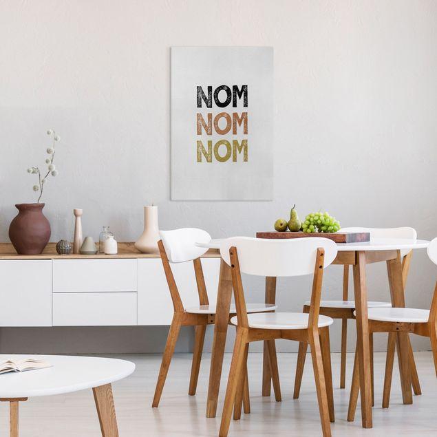 Leinwandbild - Nom Küchen Zitat - Hochformat 2:3