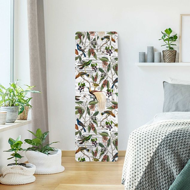 Garderobe - Nostalgischer Beerenblues mit Paradisvögeln