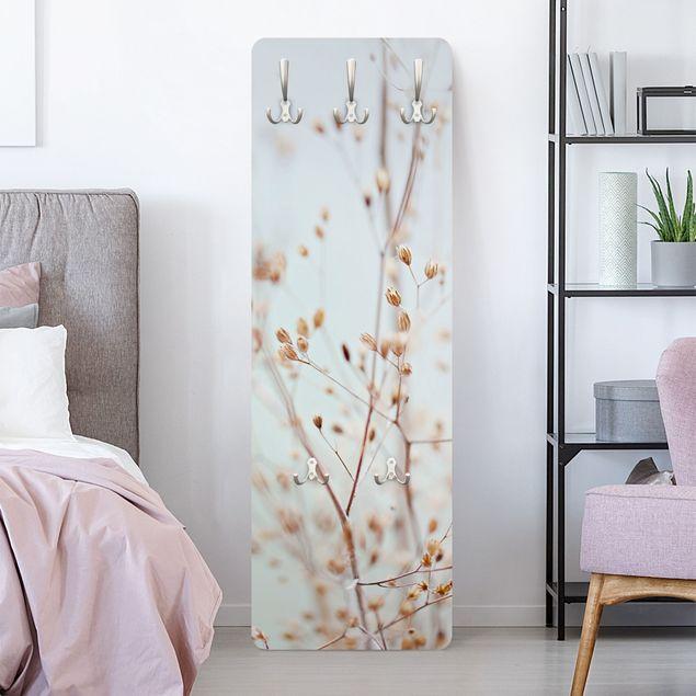 Garderobe - Pastellknospen am Wildblumenzweig